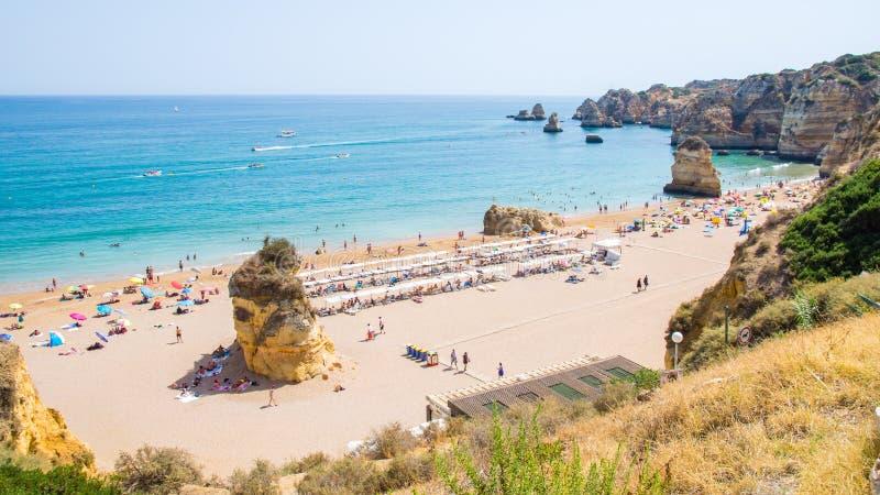 Praia Dona Ana da praia de Portugal o Algarve em Lagos imagem de stock