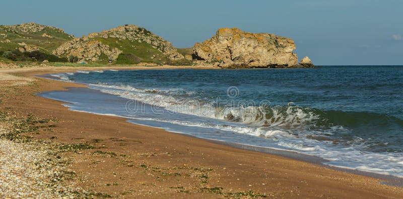 Praia dos generais no alvorecer Parque regional da paisagem de Karalar em Crimeia imagens de stock royalty free