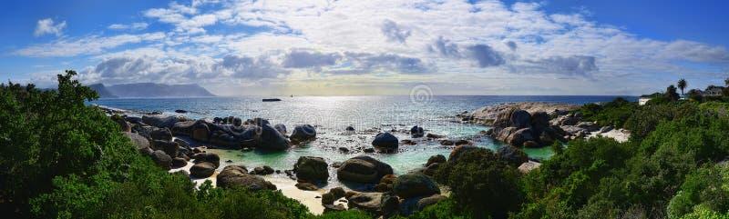 Praia dos pedregulhos de África do Sul imagem de stock royalty free