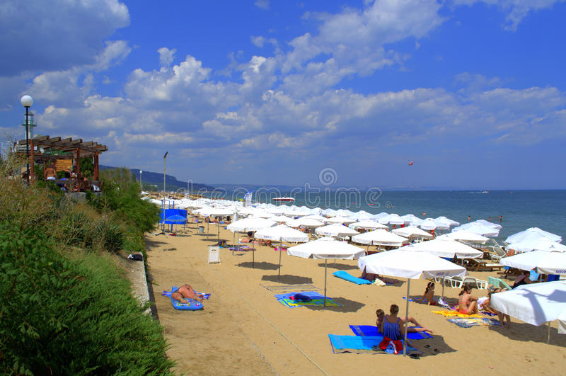 Praia dourada das areias fotografia de stock