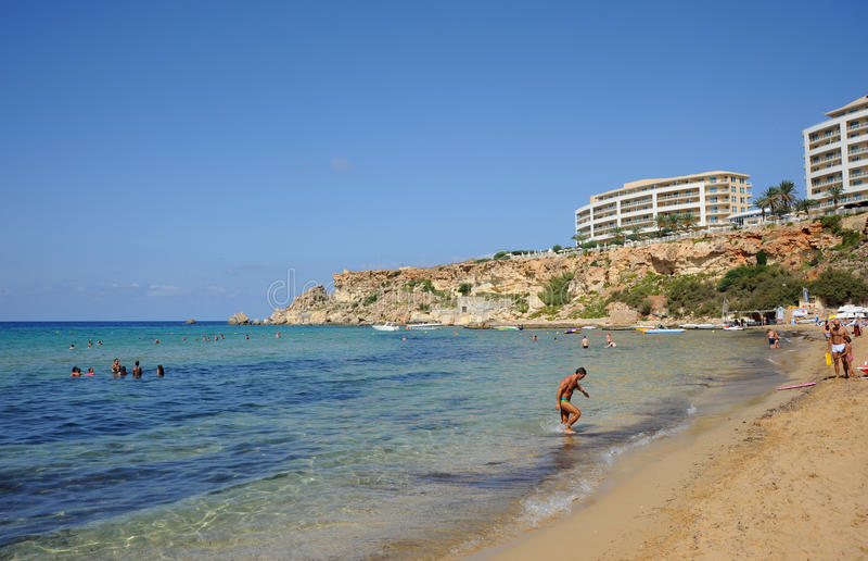 Praia dourada do louro, Malta. fotos de stock royalty free
