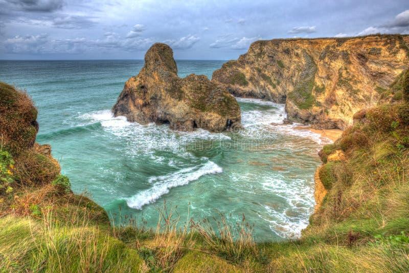 Praia e angra de Whipsiderry perto da cabeça Newquay Cornualha Inglaterra Reino Unido HDR de Trevelgue fotografia de stock