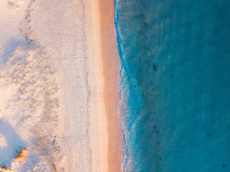 Praia e areia branca foto de stock royalty free