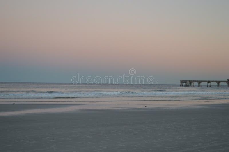 Praia e cais de Jacksonville imagem de stock