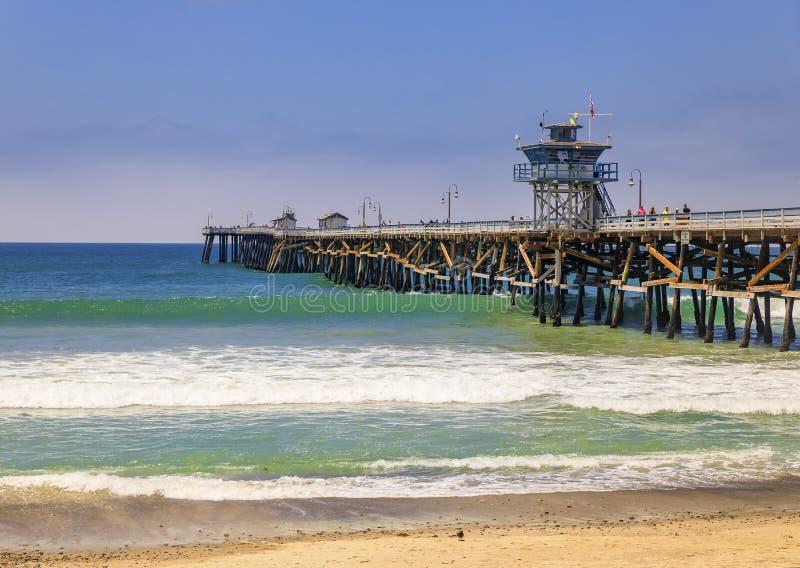 Praia e cais em San Clemente, famoso destino turístico na Califórnia, EUA fotografia de stock
