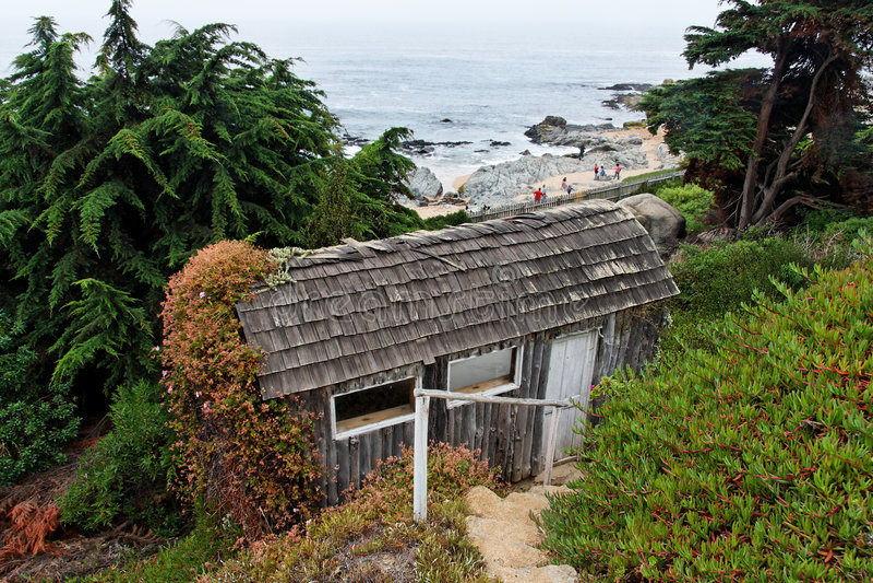 Praia e casa de Isla Negra fotografia de stock royalty free