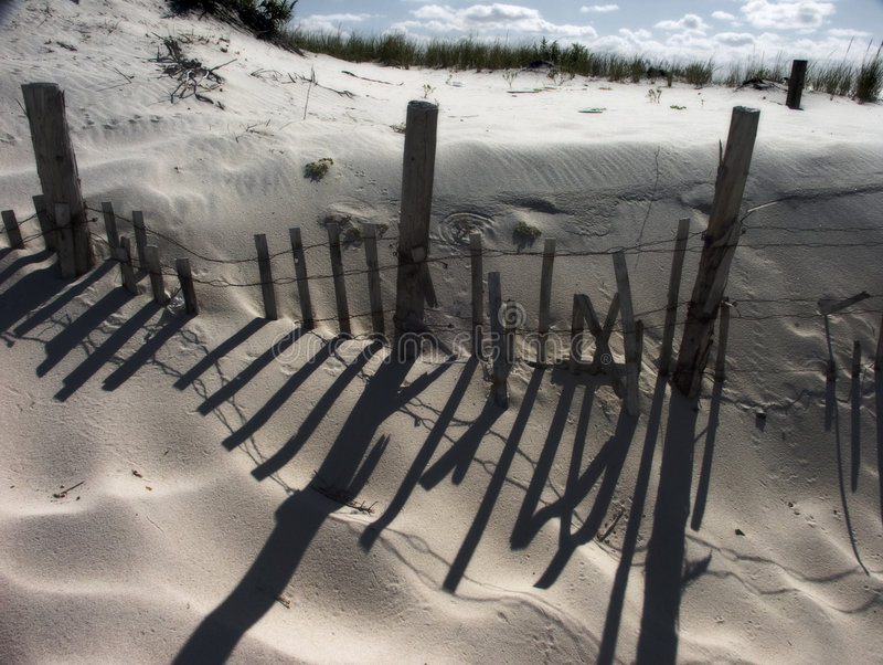 Praia e cerca foto de stock