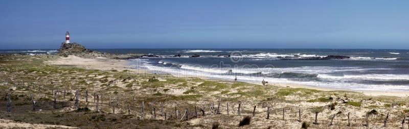Praia e farol fotografia de stock