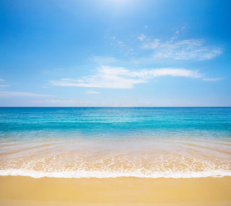 Praia e mar tropical fotos de stock