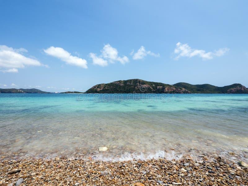 Praia e mar tropical foto de stock royalty free