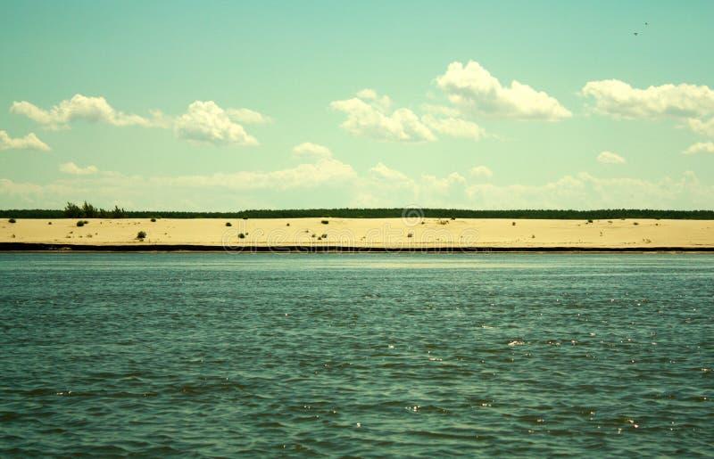 Praia e o Danúbio fotografia de stock