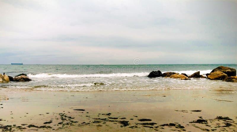Praia e paisagem bonita do mar imagens de stock