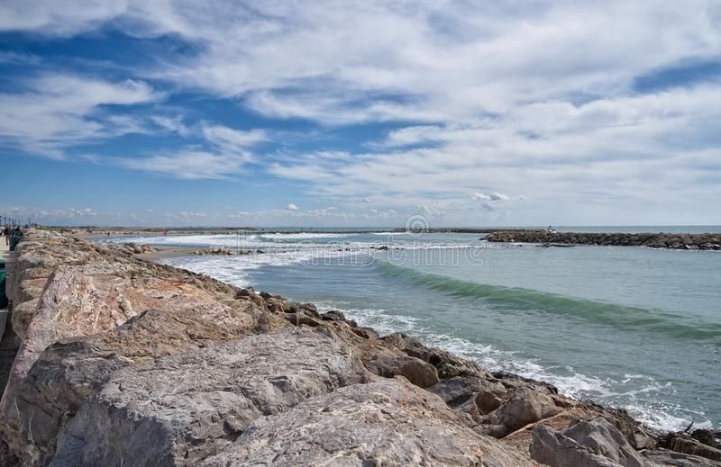 Praia e passeio - Saintes Maries de la Mer - Camargue Provence - França foto de stock royalty free