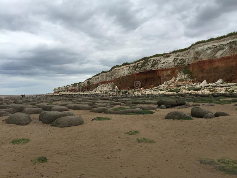 Praia e rochas fotografia de stock royalty free