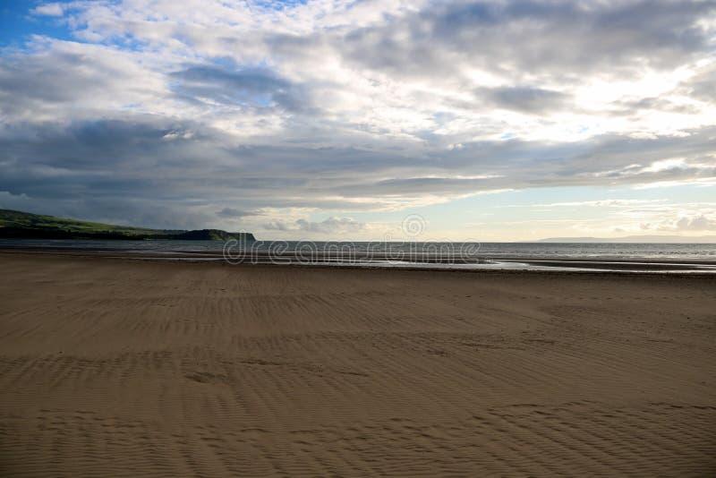 Praia em Ayr Escócia em uma tarde do verão fotos de stock royalty free