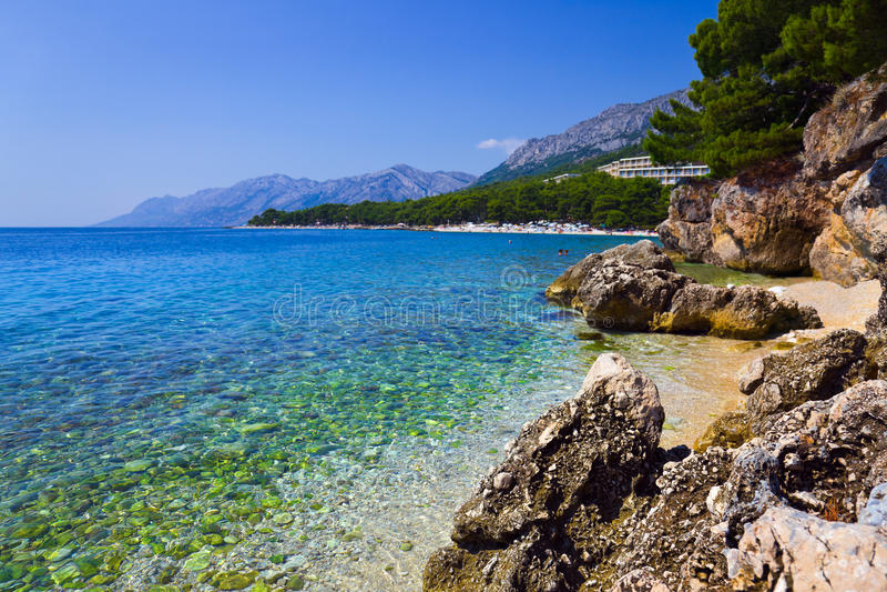 Praia em Brela, Croatia imagens de stock