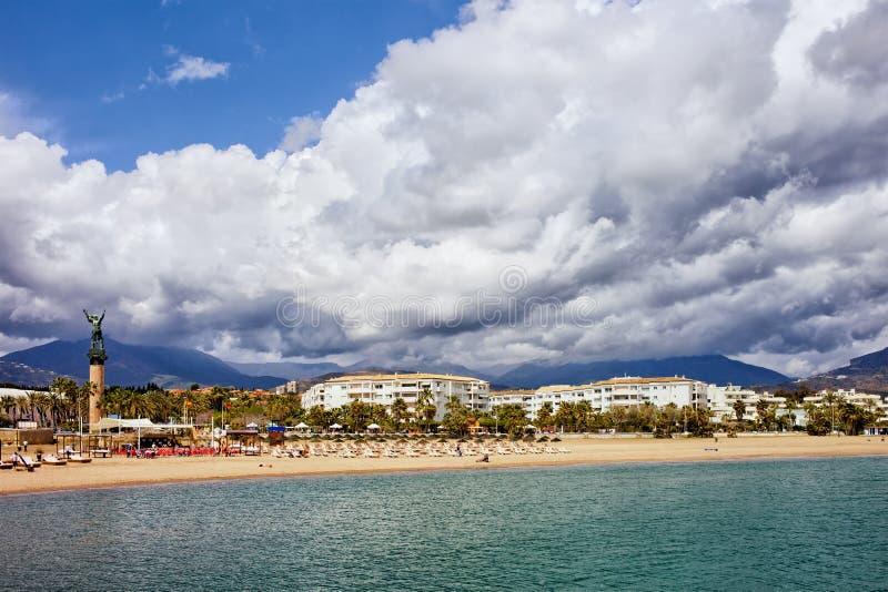 Praia em Costa del Sol em Puerto Banus foto de stock