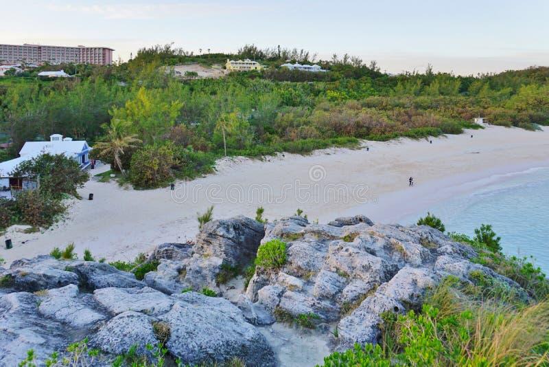 Praia em ferradura da baía em Bermuda imagens de stock