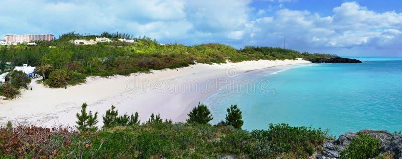 Praia em ferradura da baía em Bermuda imagem de stock
