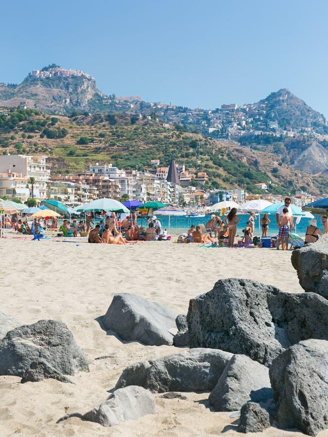 Praia em Giardini Naxos, Sicília foto de stock
