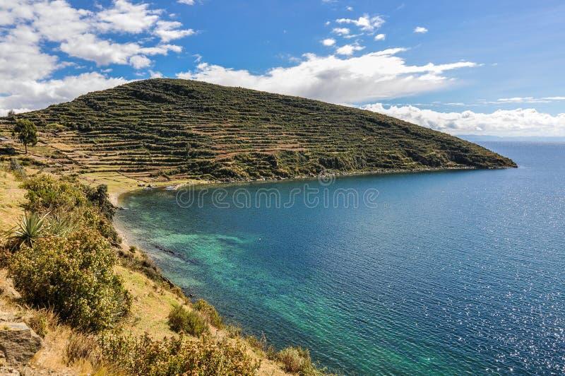Praia em Isla del Sol no lago Titicaca no solenoide de Bolívia no LAK fotografia de stock royalty free