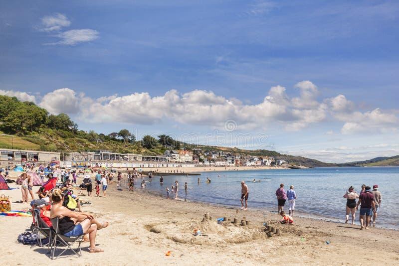 Praia em Lyme Regis, Dorset Reino Unido imagem de stock royalty free