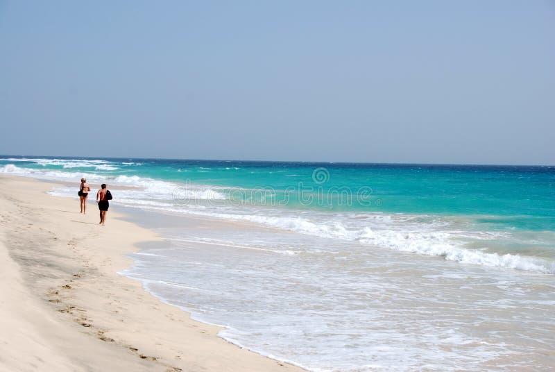 Praia em Santa Maria - console do Sal - Cabo Verde imagem de stock royalty free