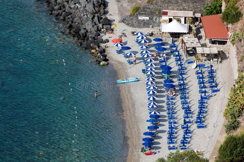 Praia em Taormina, Sicília, Itália foto de stock royalty free