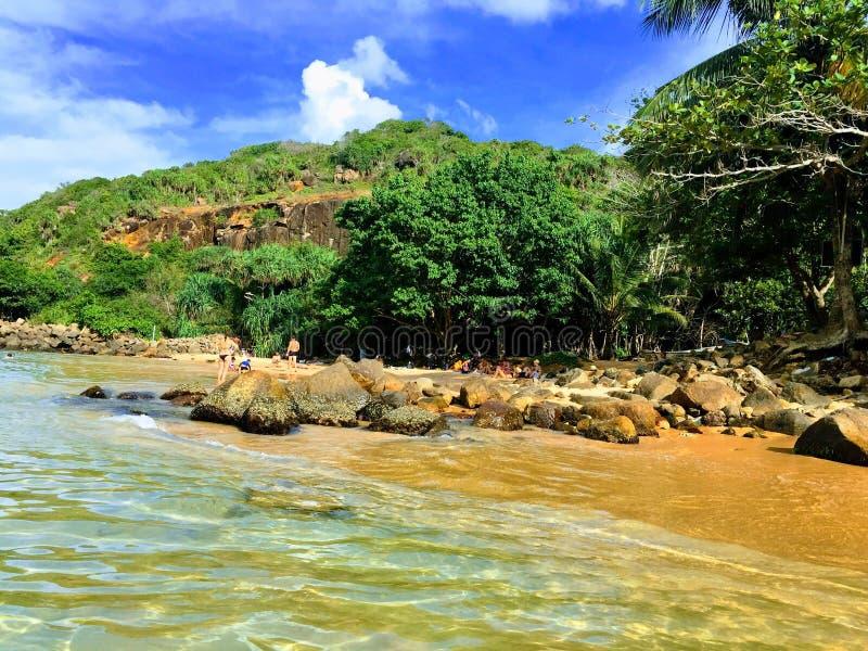 A praia encantador da ilha de Sri Lanka, a costa de Una Vatuna fotografia de stock royalty free