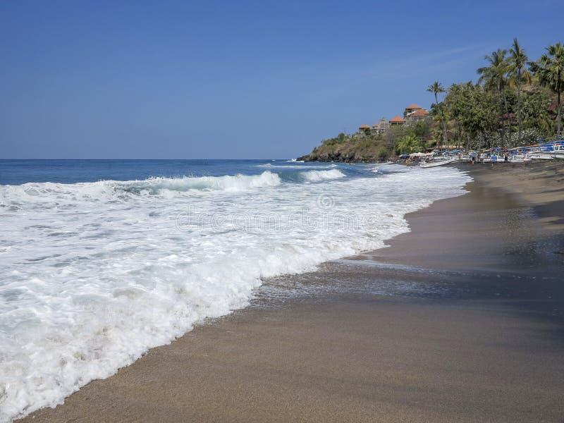 A praia ensolarada chamou Mundo da fantasia em Bali, Indonésia foto de stock