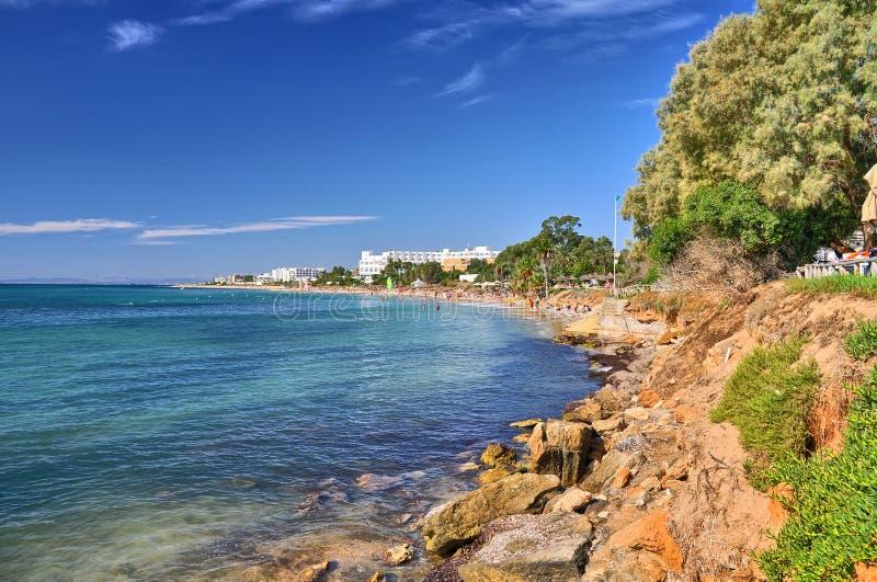 Praia ensolarada, Hammamet, Tunísia, mar Mediterrâneo, África, HDR imagens de stock royalty free