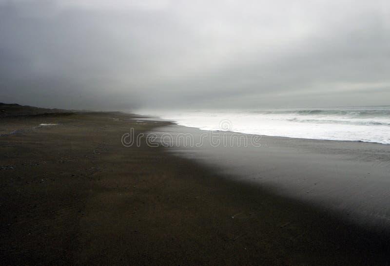 Download Praia escura foto de stock. Imagem de tempestade, costa - 540824