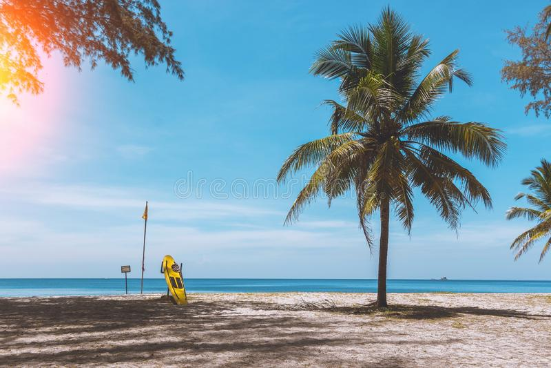 Praia exótica em Tailândia para surfar Paradise relaxa imagens de stock royalty free