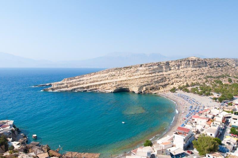 Praia famosa do hippy de Matala com as cavernas perto de Heraklion na Creta, Grécia fotografia de stock royalty free