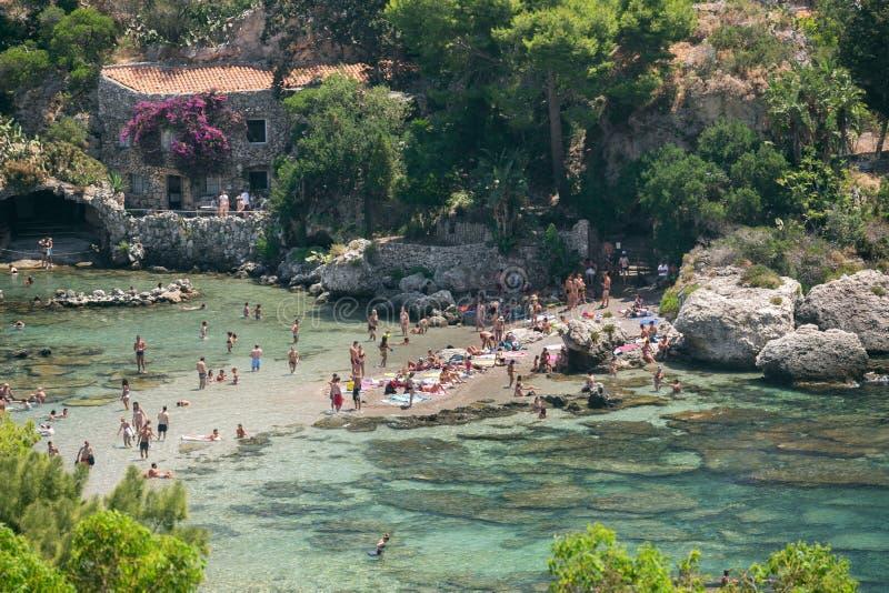 Praia famosa Isola Bella em Sicília, Itália imagem de stock