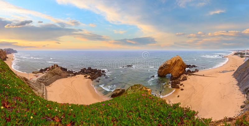 Praia g?r Guincho, Santa Cruz, Portugal arkivbild