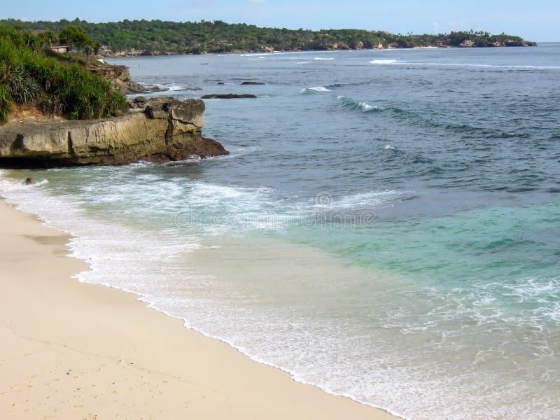 Praia ideal no dia ensolarado Ilha de Lembongan fotos de stock royalty free