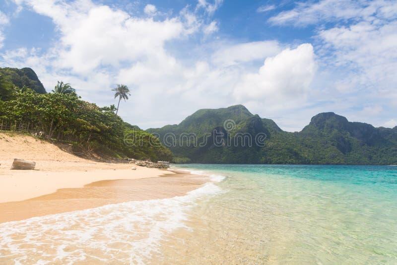 Praia impressionante no EL Nido, Filipinas imagens de stock royalty free