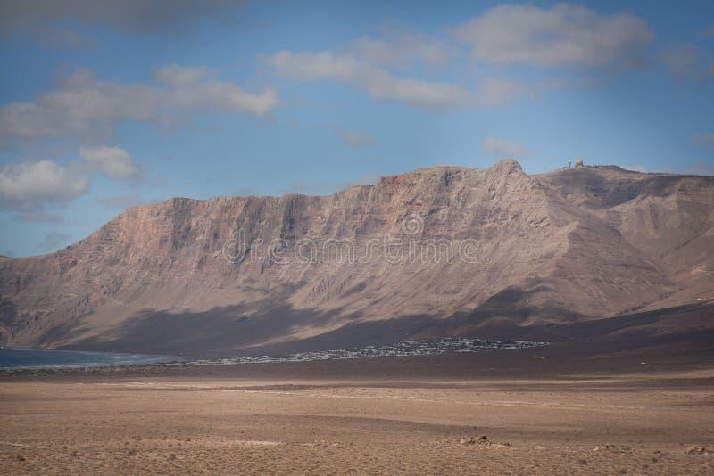Praia Lanzarote de Famara da paisagem fotos de stock royalty free