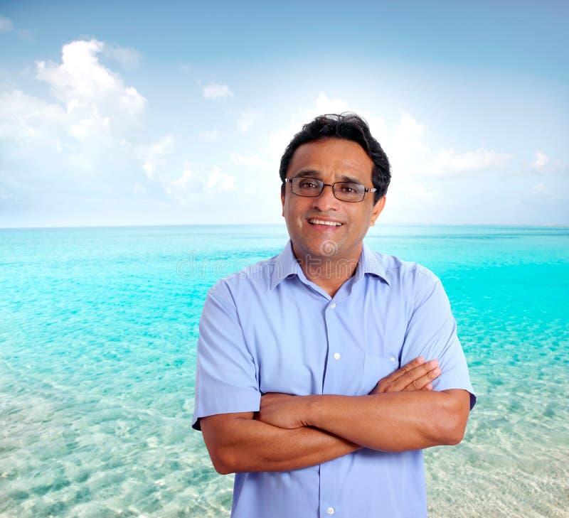 Praia latin indiana das férias do homem do turista perfeita imagem de stock