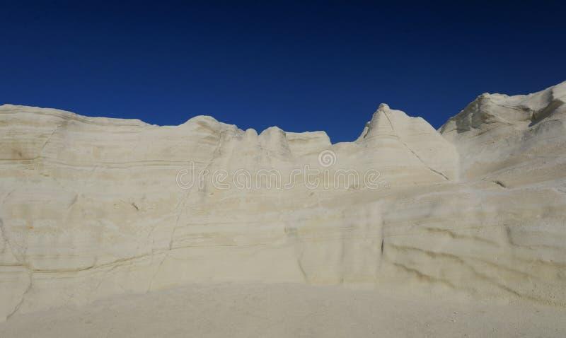 Praia lunar de Sarakiniko foto de stock royalty free