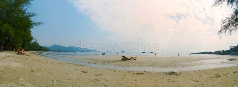 A praia magnífica na ilha de Koh-Chang imagem de stock