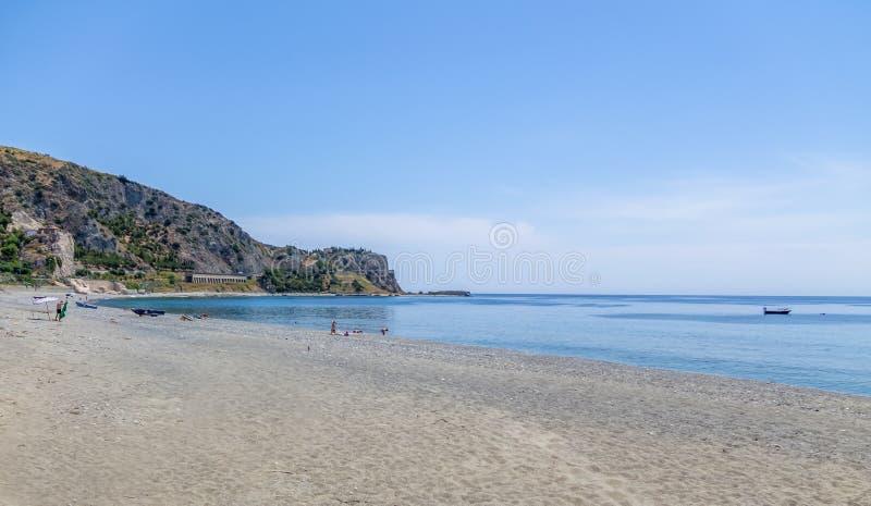 Praia mediterrânea do mar Ionian - porto de Bova, Calabria, Itália imagens de stock royalty free