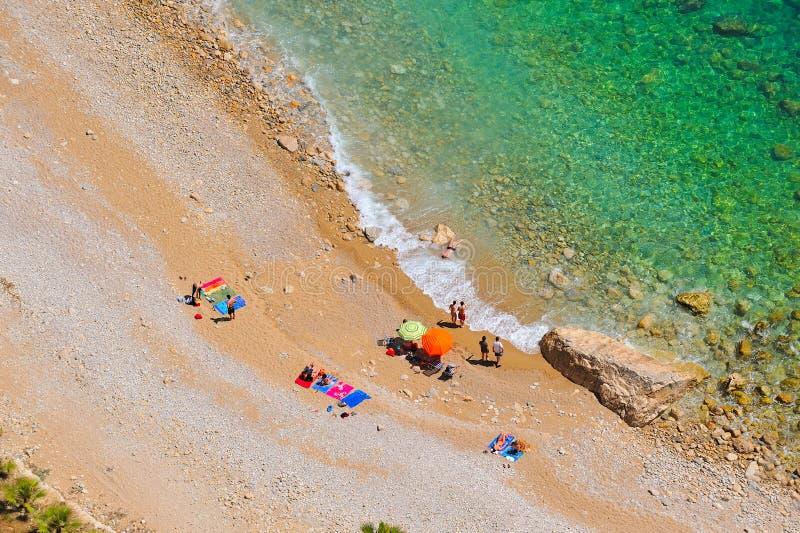 Praia mediterrânea no verão imagem de stock