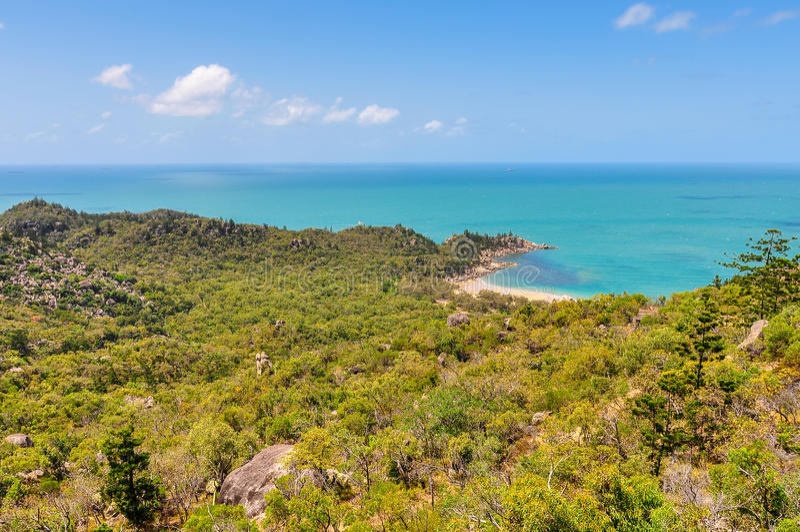 Praia minúscula na ilha magnética, Austrália imagem de stock