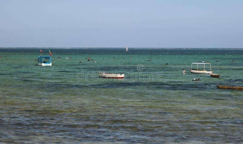 Praia Mombasa Kenya de Bamburi fotos de stock royalty free