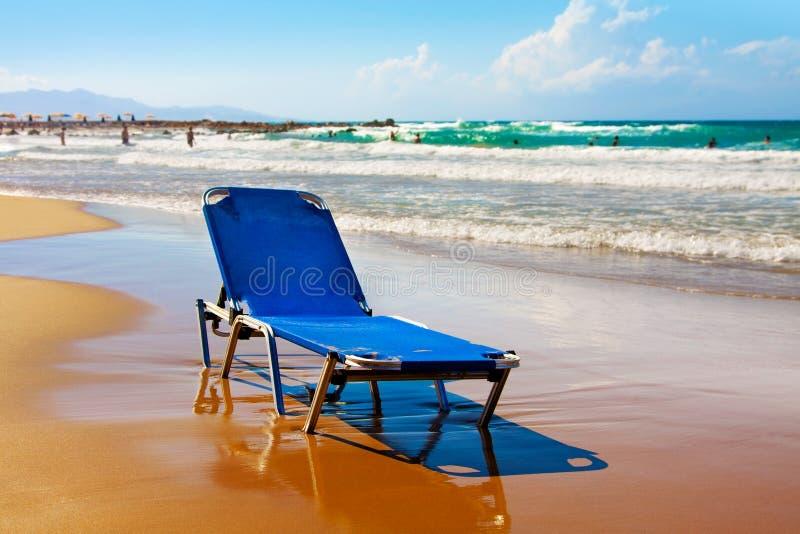 Praia na cama grega, só da prancha foto de stock royalty free
