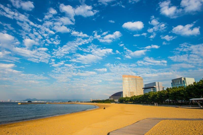 Praia na cidade de Fukuoka fotos de stock