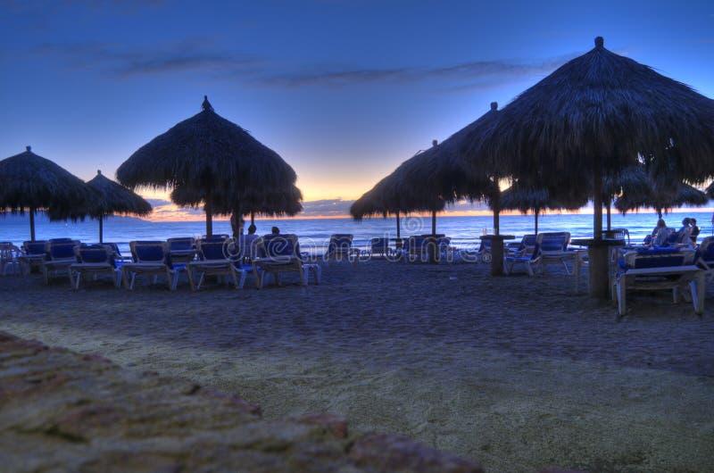 Praia na costa oeste de México. Puerta Vallarta imagem de stock royalty free