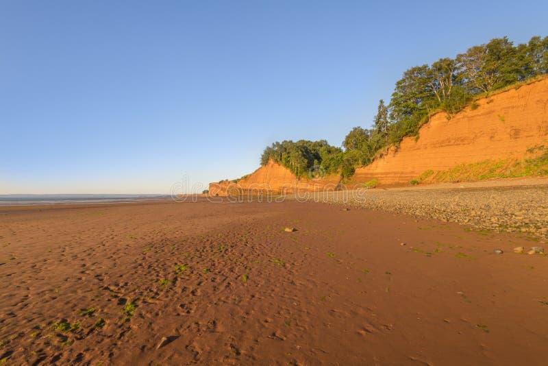 Praia na maré baixa fotografia de stock